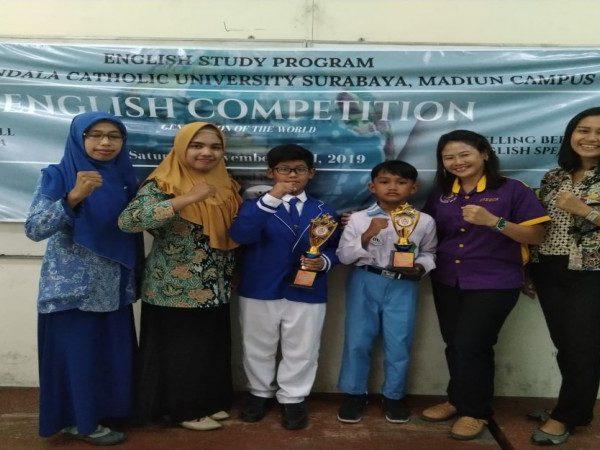 Sabet 4 juara sekaligus dalam event English Competition Spelling Bee English Speech