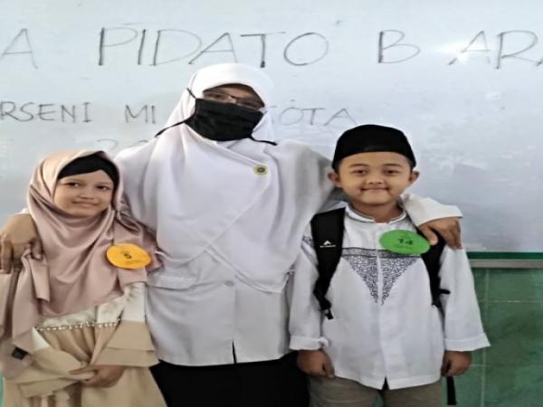 ALYA RAIH JUARA 1 CABANG PIDATO BAHASA ARAB PUTRI DIGELARAN PORSENI KOTA MADIUN TAHUN 2019