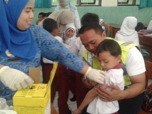 Bulan Imunisasi Anak Sekolah (BIAS) MIN Demangan Kota Madiun Tahun 2016