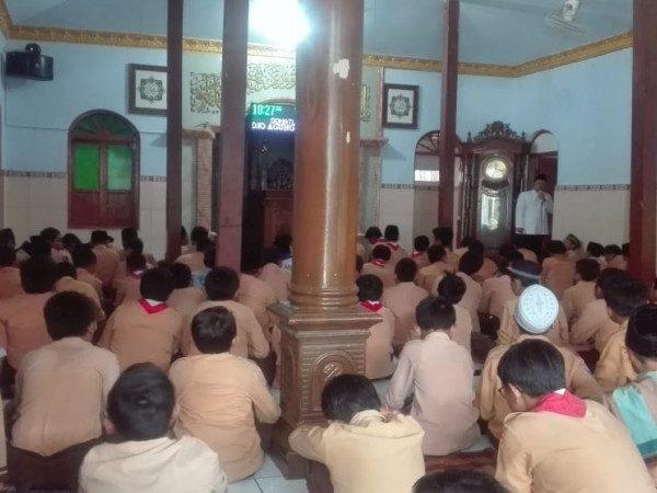 Siawa Kelas 6 MIN 1 Kota Madiun doa bersama demi kelancaran menyambut UN 2019
