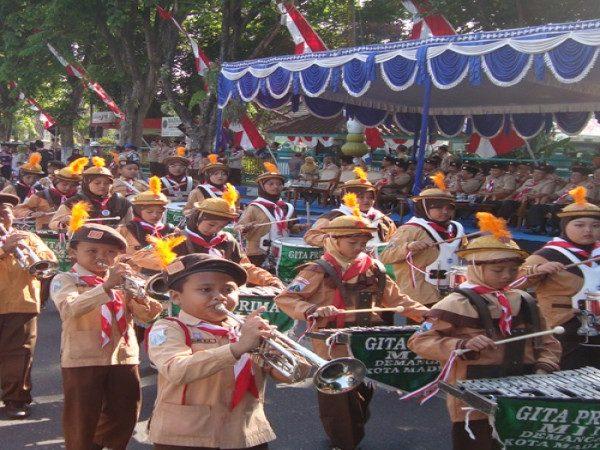 Kegiatan Karnaval dalam Rangka Memperingati Hari Pramuka