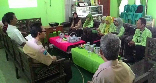 Study Banding Untuk Persiapan Lomba Adiwiyata di MAN Jombang