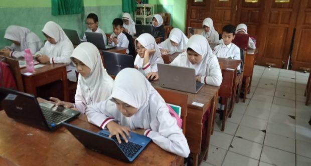 MIN 1 KOTA MADIUN LAKUKAN COMPUTER BASED TEST (CBT) PADA PENILAIAN AKHIR SEMESTER (PAS) 1 TAHUN PELAJARAN 2019/2020